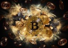 Bitcoin-Münze und Hügel von Goldnuggets Stockfoto