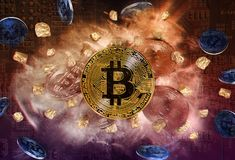 Bitcoin-Münze und Hügel von Goldnuggets Stockfotos