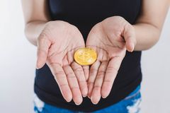 Bitcoin a mano Imágenes de archivo libres de regalías