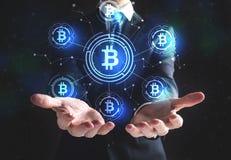 Bitcoin met zakenman Stock Foto's