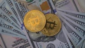 Bitcoin mit Dollar stock video footage