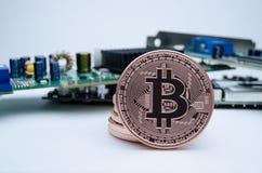 Bitcoin mit Leiterplatte Stockfotografie