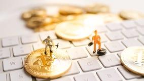 Bitcoin mit weniger Zahl auf Tastatur Lizenzfreies Stockfoto