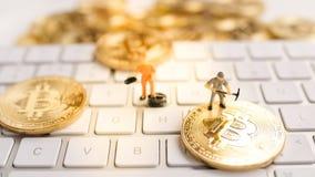 Bitcoin mit weniger Zahl auf Tastatur Stockbild