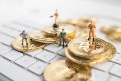 Bitcoin mit weniger Zahl auf Tastatur Lizenzfreies Stockbild