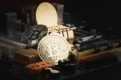 Bitcoin, a moeda digital, fundo macio do foco Fotos de Stock Royalty Free