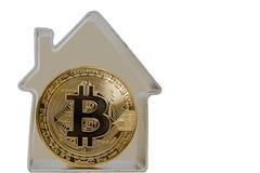 Bitcoin moneta w metalu domu fotografia stock