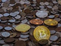Bitcoin monety na wielkiej stercie monety Zdjęcie Stock