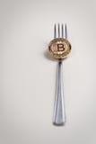 Bitcoin myntgaffel Royaltyfri Bild