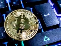 Bitcoin na klawiaturze zdjęcia stock