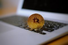 Bitcoin na notatniku Fotografia Stock