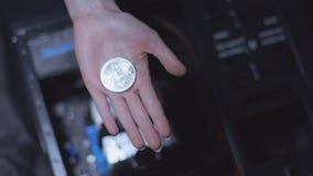 Bitcoin na palma video estoque
