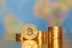 Bitcoin na światowej mapie zdjęcie royalty free