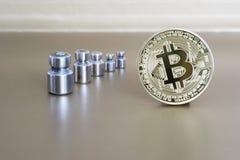 Bitcoin neigt zum Gewichtsverminderung und zum Wachstum des cryptocurrency Das Konzept der Dynamik zum Wechselkurs Stockfoto
