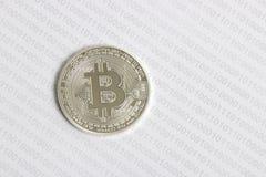 Bitcoin no fundo do código binário Fotografia de Stock