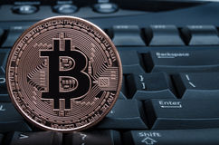 Bitcoin no teclado Foto de Stock Royalty Free