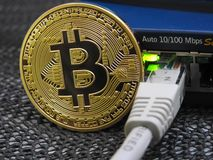 Bitcoin och nätverk fotografering för bildbyråer