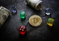 Bitcoin och tärning Arkivbild