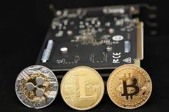 Bitcoin, ondulación y litecoin con la tarjeta gráfica imagen de archivo libre de regalías