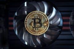 Bitcoin op de ventilator van een de kaartmijnbouw van de computergrafiek - concept stock afbeeldingen