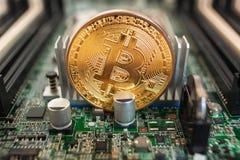 Bitcoin op een technologiekring royalty-vrije stock fotografie