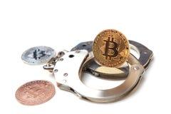 Bitcoin op handcuffs stock foto