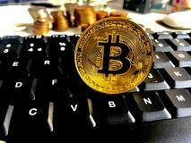 Bitcoin på tangentbordet Royaltyfri Bild
