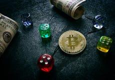 Bitcoin pieniądze i kostka do gry Fotografia Stock