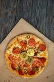 Bitcoin pizza día 22 de mayo Día de fiesta de Cryptocommunity concepto de pizza de compra con el bitcoin imágenes de archivo libres de regalías