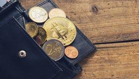 Bitcoin portfel z euro monetami zdjęcie stock
