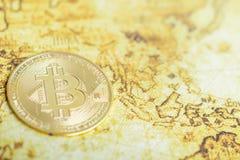 Bitcoin può essere usato per condurre le transazioni fra tutto il conto fotografia stock libera da diritti
