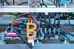 Bitcoin que se sienta en el módem imagen de archivo libre de regalías