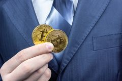 Bitcoin ręka biznesmen zdjęcie royalty free