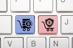 Bitcoin-Schlüssel auf Tastatur Stockbilder