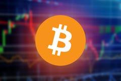Bitcoin signent plus de le diagramme financier trouble de graphique de marché boursier de l'écran marchand d'investissement de ma Photos libres de droits