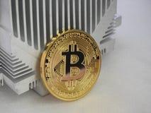 Bitcoin sul profilo di alluminio Fotografia Stock Libera da Diritti
