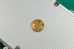 Bitcoin sulla cartella di alluminio Immagine Stock Libera da Diritti
