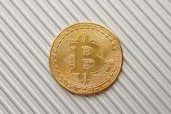 Bitcoin sulla cartella di alluminio Fotografie Stock Libere da Diritti