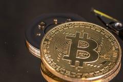 Bitcoin sur le disque dur photo stock