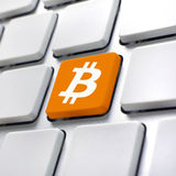 Bitcoin-Symbol auf Computertastatur Lizenzfreie Stockfotos