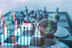 Bitcoin-Symbol auf SchachBrettspiel, heften Finanzstatistikdiagrammanalyse-Datenkonzept an Stockbild
