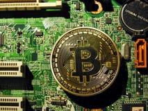Bitcoin symbol på moderkortet Royaltyfri Fotografi