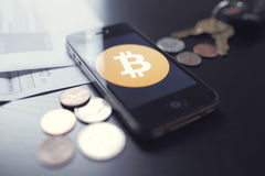 Bitcoin teknologi med mynt Royaltyfri Foto