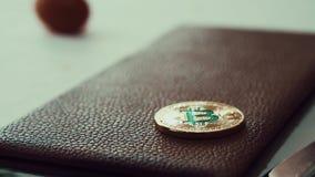 Bitcoin tombant et décollant