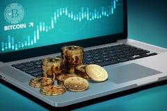 Bitcoin traver att lägga på datoren med den Bitcoin logopå-skärmen Arkivbild