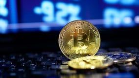Bitcoin und Börse online neigen Diagramm stock footage