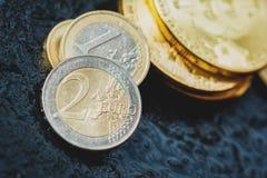 Bitcoin und Euromünze Lizenzfreies Stockbild