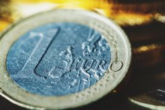 Bitcoin und Euromünze Stockbild