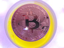 Bitcoin und futuristischer Hintergrund Lizenzfreies Stockbild