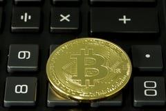 Bitcoin und Taschenrechner Stockbild